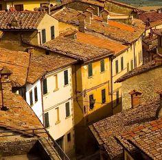 Cortona, Tuscany #Italy | Discovr travel tips -> www.gadders.eu/destination/place/Cortona