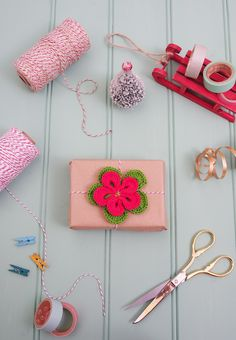 Christmas Wrapping Ideas:  Poinsettia Parcel
