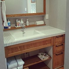 Bathroom/ニッチ/タイル/造作洗面台のインテリア実例 - 2017-06-11 13:11:33|RoomClip (ルームクリップ) Tiny House Bathroom, Washroom, Bedroom Built In Wardrobe, Japan Interior, Table Desk, Interior Styling, Decoration, Toilet, Sink