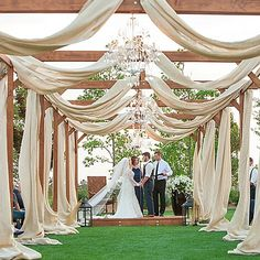 Another gorgeous wedding! Photo by @jamiezanotti #wedding #brides #soloverly  #destinationwedding #centraloregon #eventdesign #oregonbrides #oregonwedding