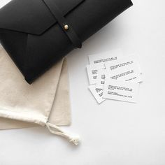 Envelope clutches on their way to for their upcoming concept shop. Simple Style, Classic Style, Minimal Style, My Style, Minimalist Bag, Minimalist Fashion, Fashion Bags, Fashion Accessories, Concept Shop