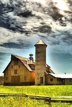 Country Living ~ Old Barn & Silo Farm Barn, Old Farm, Cabana, Country Barns, Country Living, Country Life, Country Roads, American Barn, Barn Pictures