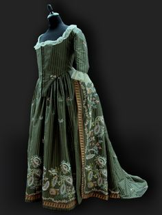 Robe a la Anglaise c.1780 Reine des Centfeuilles, masterpieces inspired by the 18thCentury