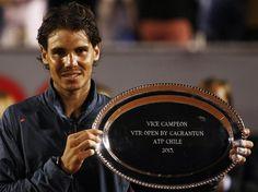 Das Ende seines Comebacks misslang Rafael Nadal dann doch. Sieben Monate hatte die ehemalige Nummer eins kein Tennis-Turnier gespielt und zog in Vina del Mar dennoch ins Finale ein.    Dort gewann der Spanier gegen Horacio Zeballos sogar den ersten Satz, aber das Match entschied der Argentinier für sich. Nadal musste sich nach einer tollen Woche mit einem Wermutstropfen und schmalem Lächeln verabschieden. (Foto: Mario Ruiz/dpa)