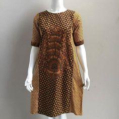 Dress Kawung wayang aaf Lingkar dada: XL 102cm Panjang baju 95cm Panjang lengan 22cm Resleting belakang Material : Sogan solo katun primisima (adem lembut tebal) . . CP LINE @bebatikanjogja (pakai '@') WA 081904019099 (slow response) Toko Baju Batik Modern | http://ift.tt/2flJQTw