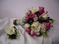 Bukiet - róża, eustoma, frezja Przypinka - róża, eustoma