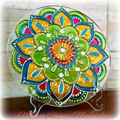 Mandala em vidro com 20cm de diâmetro  pintura vitral , fio com pedrarias para pendurar OU suporte de mesa