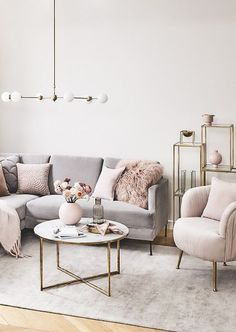 Große Pendelleuchte Aurelia in Gold What a unique living room! The beautiful velvet sofa Cucita, the trendy coffee table Antigua, the vase ball, fresh flowers, … Living Room Sofa, Apartment Living, Living Room Decor, Beige Carpet Living Room, Blush Living Room, Decoration Inspiration, Room Inspiration, Home And Living, Small Condo Living