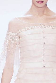 Valentino Haute Couture... Gorgeous details. Select those details that fit your style.