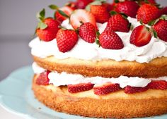 Black Pepper Sponge Cake with Balsamic Strawberry Whipped Cream. A fine dessert with an amazing combination of flavors. The Black Pepper Sponge Cake is to be experienced. Healthy Desserts, Just Desserts, Delicious Desserts, Dessert Recipes, Yummy Food, Healthy Treats, Healthy Eating, Strawberry Whipped Cream, Strawberry Cakes
