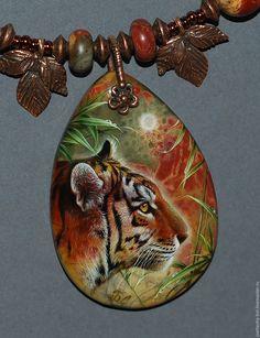 Купить Тигрица - коричневый, лаковая миниатюра, живопись маслом, живопись на камне, авторская ручная работа