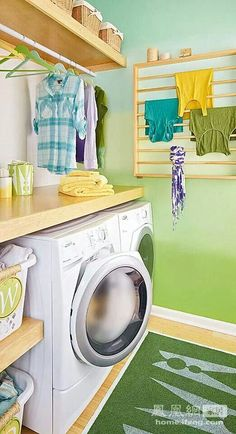 Tips para organizar tu lavanderia. I think they said the lavender needs to be organized ; Modern Laundry Rooms, Laundry In Bathroom, Small Laundry, Compact Laundry, Laundry Room Organization, Laundry Room Design, Design Room, Laundry Room Inspiration, Home Projects
