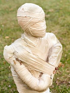 Halloween Decor: How to Make a Mummy from BHG - gives directions for the 1/2 mummy coming out of ground or a whole one.  There are other cute things here too.
