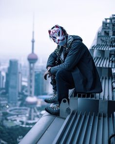 Saved by Creative Photographer (crephoto). Discover more of the best Urban, Terrifying, Rooftop, Photography, and Futurescapes inspiration on Designspiration Urban Photography, Creative Photography, Street Photography, Lifestyle Photography, Character Inspiration, Character Design, Style Inspiration, Kitsune Mask, Animes Wallpapers