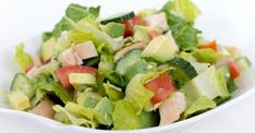 Detox salad with chicken and avocado by Julie: www.fourchette-et … - Diet and Nutrition Healthy Salad Recipes, Diet Recipes, Beet Salad With Feta, Caprese Salat, Caesar Salat, Detox Salad, Healthy Lunches For Kids, Salad Dressing Recipes, Kids Nutrition