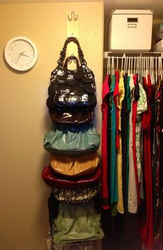 geordnetes Taschenchaos  http://www.gurl.com/2015/01/07/bedroom-organization-tips-for-small-rooms-ideas-tricks-diy-storage/