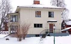 1930-1970 › Funkisvilla på Teg, Umeå. Fasad i tunn locklistpanel Art Deco, Villa, Outdoor Decor, Image, Fireplaces, Outdoors, Houses, Home Decor, Future