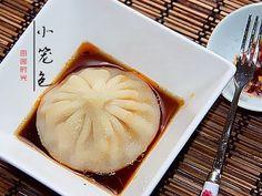 小笼包Steamed soup buns (xiao long bao)