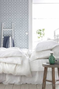 Ideas bedroom interior wallpaper home Bedroom Wallpaper White, Wallpaper Design For Bedroom, Interior Wallpaper, Modern Bedroom Design, Home Wallpaper, White Bedroom, Wallpaper Ideas, Master Bedroom, Blue And White Wallpaper