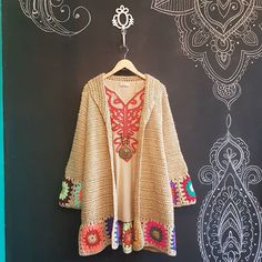 Rosarito (@rosaritostore) • Fotos y videos de Instagram Crochet Baby Dress Pattern, Crochet Coat, Crochet Jacket, Crochet Cardigan, Crochet Clothes, Crochet Patterns, Hippie Crochet, Mode Crochet, Crochet Fashion
