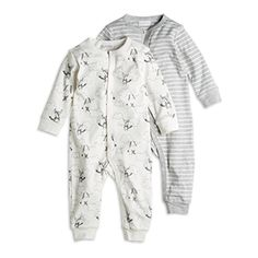 2-pack organic cotton pyjama with push button clousure to the front and inside legs.