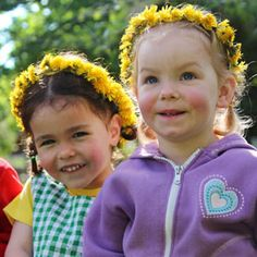 Can you think of a more sustainable play material than the super-abundant dandelion? Outdoor Play, Outdoor Spaces, Nature Activities, Get Outdoors, Preschool Classroom, Dandelions, Reggio Emilia, Free Training, Summer Fun