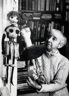 1975 Hannah Höch photo by Stefan Moses. Dada Artists, Collage Artists, Collages, Toy Art, Man Ray, Marionette Puppet, Puppets, Piet Mondrian, Photomontage
