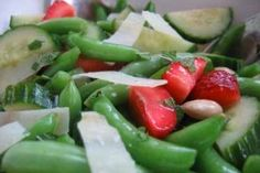 """Summer Friday"" Salad: Sugar Snap Peas, Strawberries, Cucumber, and Pecorino Healthy Meals For Kids, Kids Meals, Healthy Snacks, Healthy Recipes, Picnic Foods, Picnic Recipes, Picnic Ideas, Sugar Snap Peas, Kid Friendly Meals"