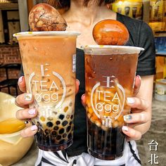 Bubble Tea stalls dominate the streets of Taipei, so to help you out, we've put together the best Bubble Tea shops that's sure to satisfy your cravings. Bubble Tea Shop, Bubble Milk Tea, Bubble Tea Flavors, Boba Drink, Sweet Potato Noodles, Tea Eggs, Fruit Tea, Starbucks Drinks, Cafe Food