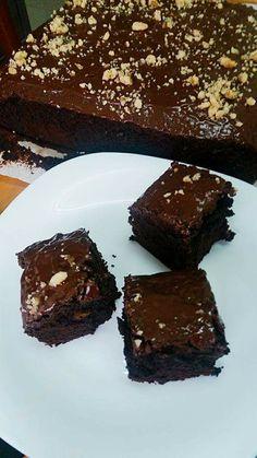 ΥΛΙΚΆ  240 γραμμάρια σοκολάτα κουβερτούρα σε κομματάκια,  220 γραμμάρια βούτυρο,  7 αυγά,  300 γραμμάρια ζάχαρη,  120 γραμμάρια αλεύρι...