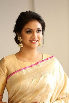 Keerthi Suresh gorgeous Pictures in Saree reveals Never Go Glamour Beautiful Girl Indian, Most Beautiful Indian Actress, Beautiful Girl Image, Beautiful Saree, Beautiful Actresses, Beautiful Women, Indian Wedding Hairstyles, Girl Sday, Glamour