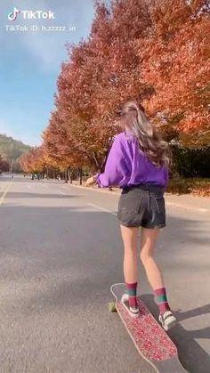 Skateboard Videos, Penny Skateboard, Skateboard Girl, Foto Top, Skate Girl, Aesthetic Photography Grunge, Skater Girl Outfits, Acoustic Music, Mode Kpop