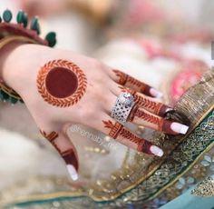 Circle Mehndi Designs, Round Mehndi Design, Mehndi Designs Front Hand, Henna Tattoo Designs Simple, Finger Henna Designs, Stylish Mehndi Designs, Henna Art Designs, Mehndi Designs For Beginners, Mehndi Design Photos
