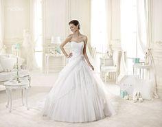 CHIC NICOLLE-38 Lavorazioni #artigianali e #tagli perfetti su abiti ed accessori, per #matrimoni di grande classe. www.mariages.it