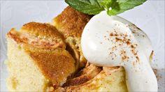 Om ønsket kan kaken server med pisket crème fraîche. Smakt til med melis og revet sitronskall. Utrolig godt!