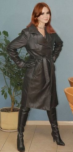 Long Leather Coat, Black Leather Gloves, Leather Trench Coat, Black Boots Outfit, Leder Outfits, Raincoats For Women, Rain Wear, Redheads, Fall Outfits
