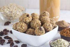 These little Low FODMAP Oatmeal Cookie Energy balls are packed with protein, fiber, and will sustain you during busy days at school or the office! Fodmap Dessert Recipe, Fodmap Recipes, Fodmap Breakfast, Breakfast Meals, Healthy Sweet Snacks, Healthy Treats, Healthy Desserts, Healthy Food, Healthy Recipes