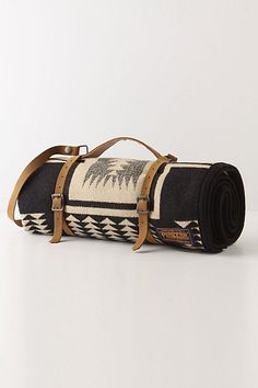 Picnic blanket :: travel blanket :: blanket with leather straps :: carry blanket