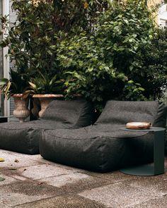 Zoe armchair - Verzelloni - Comfort armchair with an informal design Bedroom Furniture Sets, Furniture Design, Bedroom Sets, Table Inox, Patio Design, House Design, Design Design, Home Yoga Room, Xl Sofa