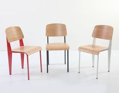 This sleek yet well-shaped dining chair is a timeless piece that goes well with most interior designs. From classic to modern to retro, and maybe even industrial, Index dining chair is like a universal design that fits in everywhere. Side Chairs, Dining Chairs, Comfort Design, Colorful Furniture, Furniture Design, Interior Design, Retro, Classic, Modern