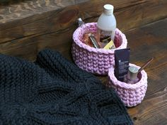 Knitted rug, basket for cosmetic