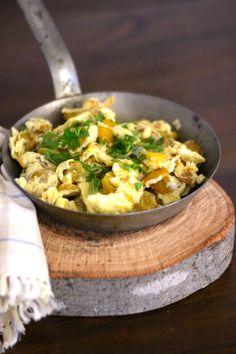 """São os ovos com batatas que a minha bisavó fazia. Sempre lhes chamamos """"batatas à Biguta"""", e são feitas originalmente com batata normal, ..."""