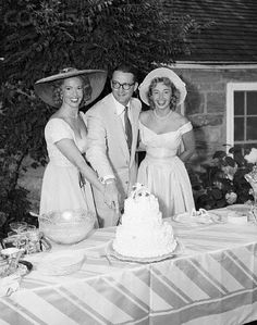 Steve Allen and new wife Jayne Meadows cut the wedding cake in 1954 with sister Audrey Meadows (The Honeymooners) looking on. They remained married until his passing in 2000 - Jayne died aged 95 in the spring of Celebrity Wedding Photos, Celebrity Wedding Dresses, Celebrity Couples, Celebrity Weddings, Wedding Gowns, Wedding Cake, Old Celebrities, Celebs, Hollywood Fashion