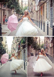 Novia con paraguas rosa