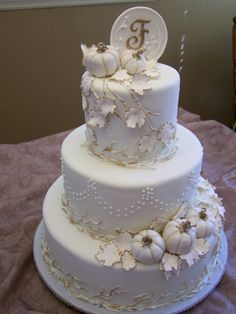 I kinda wish we were having a fall wedding now. This is adorable!!! White Elegant Pumpkin Cake | Autumn Cakes