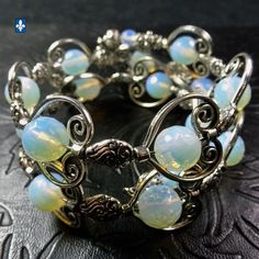 ♥ Catchy Plated Silver Framed Smoothly Round Faceted Opaline Bracelet