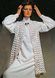 Christian Dior - London A/H Photo David Bailey. 1969 Fashion, Sixties Fashion, Vintage Vogue, Vintage Fashion, Vintage Dior, Vintage Style, David Bailey Photography, 1960s Dresses, Crepe Dress