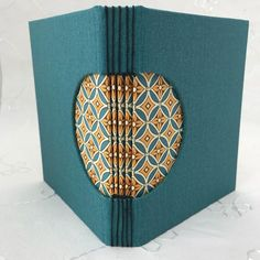 Another buttonhole binding with paper from who has a great selection! Book Binding Design, Diy Binding Books, Leather Sketchbook, Diy Notebook, Notebook Covers, Homemade Books, Book Repair, Leather Bound Books, Leather Book Binding