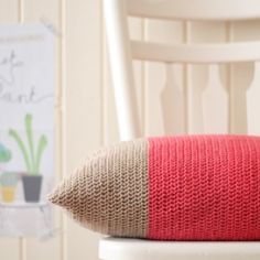 Crochet this gorgeous colour block cushion with this simple step-by-step tutorial.