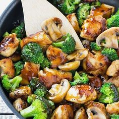 dinner— This recipe for chicken and broccoli stir fry is a classic dish of chicken sauteed with fresh broccoli florets and coated in a savory sauce. You can have a healthy and easy dinner on the table in 30 minutes! Stir Fry Recipes, Low Carb Recipes, Cooking Recipes, Paleo Recipes, Delicious Recipes, Easy Food Recipes, Low Calorie Chicken Recipes, Diabetic Chicken Recipes, Low Calorie Dinners